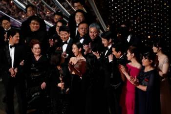 PHOTO MARIO ANZUONI, ARCHIVES REUTERS  Seuls les membres de l/u2019Acad/u00e9mie peuvent d/u00e9signer les vainqueurs des Oscars et beaucoup estiment que c/u2019est ce recrutement plus ouvert qui a permis cette ann/u00e9e le sacre de Parasite, premier long m/u00e9trage en langue /u00e9trang/u00e8re /u00e0 remporter le prix du /u00ab meilleur film /u00bb.