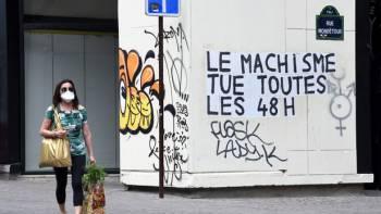 Un collage qui d/u00e9nonce les /u00abf/u00e9minicides/u00bb pendant le confinement du au Covid-19, /u00e0 Paris, le 24 avril 2020. Alain Apaydin//ABACAPRESS.COM