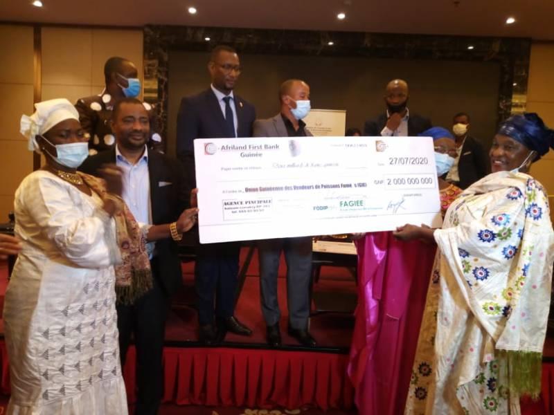 Guinée : Le FAGIEE entre en action : 4 milliards GNF remis à 150 groupements de femmes