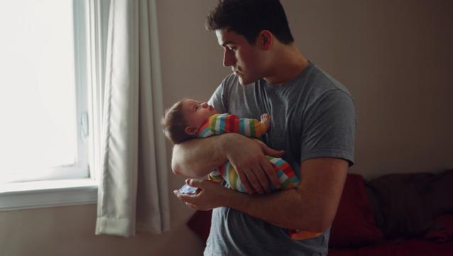 Égalité femmes-hommes : Ces entreprises qui allongent déjà le congé paternité