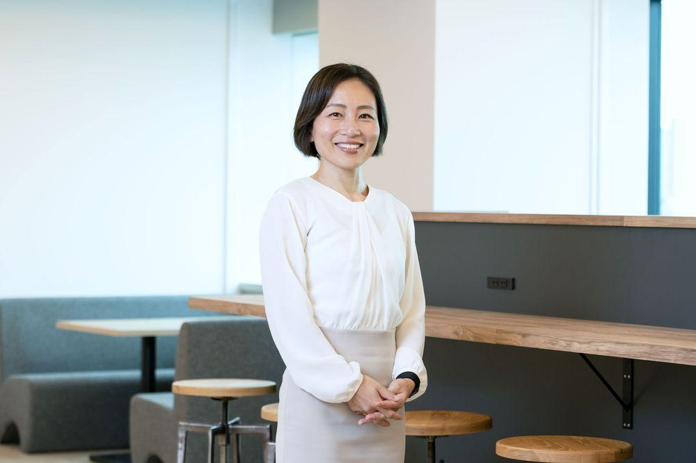 Eiko Hashiba, la banquière qui démissionne pour son enfant, construit un empire de 110 000 consultants et devient multimillionnaire