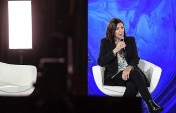 La maire de Paris Anne Hidalgo lors d'une conférence durant la COP21, le 11 décembre 2020. Christophe Archambault/AFP
