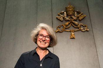 Soeur Nathalie Becquart, lors d'une conférence de presse durant le Synode des évêques, au Vatican (Italie), le 9 octobre 2018. (M.MIGLIORATO/CPP/CIRIC)