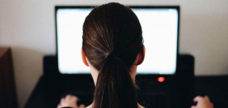 Crise de la COVID-19 : un retour en arrière pour la parité hommes-femmes au travail ?
