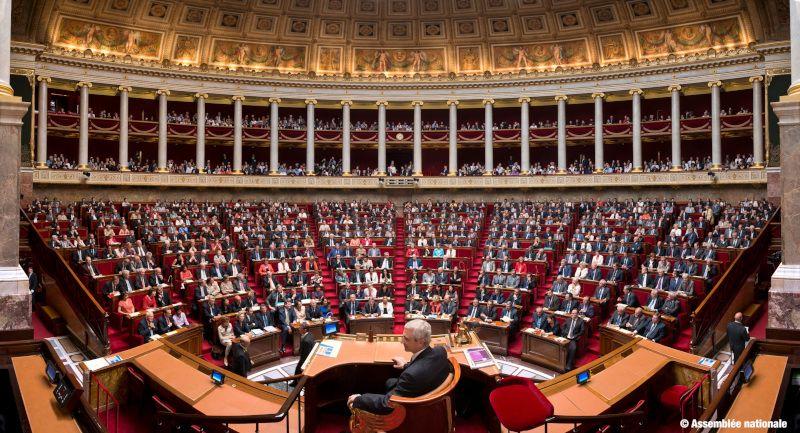 Les députés français ont approuvé mercredi soir l'instauration de quotas au sein des entreprises de plus de 1 000 salariés pour permettre aux femmes de représenter au moins 30 % des cadres dirigeants et membres des instances dirigeantes en 2027, et 40 % en 2030.