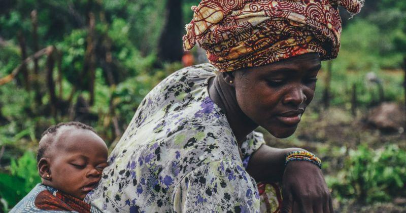 Quel est le rôle des femmes dans le développement en Afrique ? Pourquoi ce rôle est-il sous-estimé ? Tentons de comprendre.